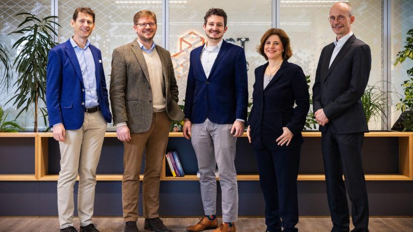 v.l.n.r.: Alexander Schwartz (IST Cube), Markus Wanko (IST Cube), Michael Lukesch (VALANX), Doris Agneter (tecnet) und Christian Laurer (tecnet). © Michael Beck