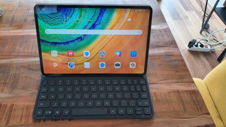 Das MatePad Pro mit angeschlossener Tastatur. Das Huawei MatePad Pro. © Trending Topics / Oliver Janko