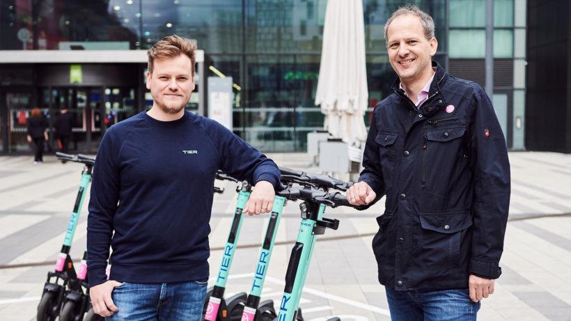 Max Nageler, Country Manager TIER Österreich und Gregor Fischer, Geschäftsführer iMobility GmbH. © ÖBB/Marek Knopp