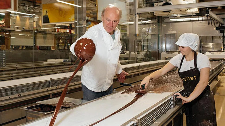 Josef Zotter in der Schokolade-Fabrik. © Zotter