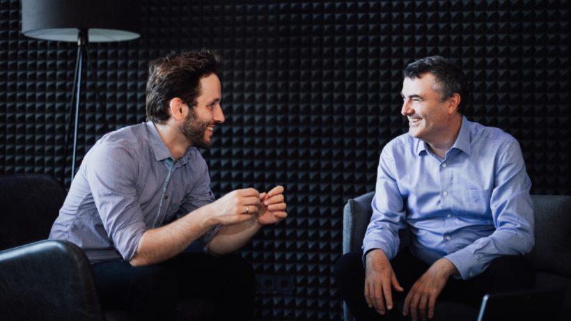 Bernhard Frühlinger, CEO von Adam (links) und Mathias Kimpl, CEO von domonda im Gespräch. © Johan van der Merwe