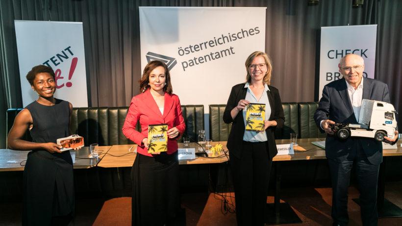 Bundesministerin Leonore Gewessler und Patentamtspräsidentin Mariana Karepova präsentierten den Jahresbericht des Patentamtes. © Österreichisches Patentamt/APA-Fotoservice/Reither