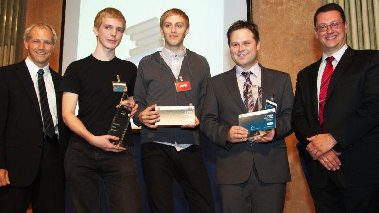 Christopher Clay und Mitgründer Lukas Fittl gewinnen 2009 APA-Innovations-Award. © APA/Thomas Preiss