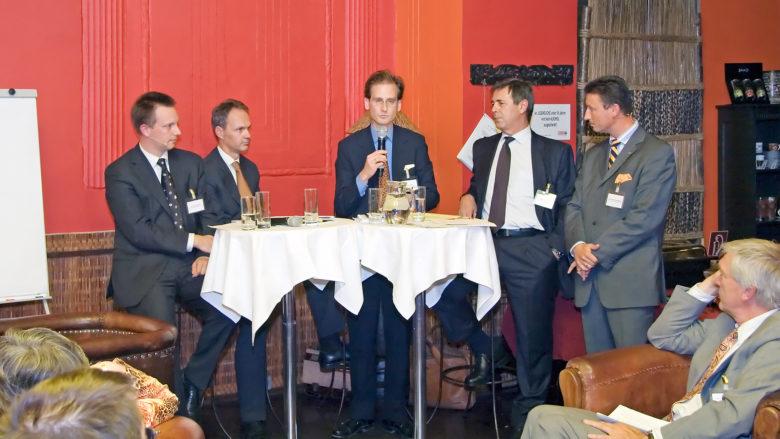 Stefan Klestil anno 2006 im Mocca-Club mit Bankern als damaliger Manager von First Data im CEE-Raum. © Nell