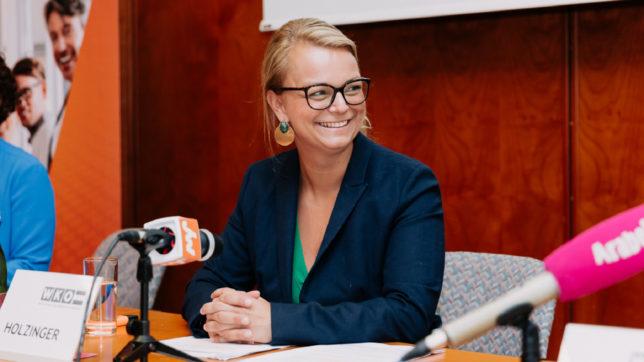 Christiane Holzinger,die Bundesvorsitzende der Jungen Wirtschaft, präsentierte das Konjunkturbarometer.© WKÖ_Marcella Ruiz Cruz