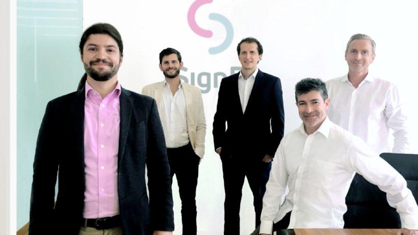 Bernhard Reiterer (Gründer & CEO SignD), Florian Übelacker (CCO primeCROWD), Martin Bechter (COO primeCROWD), Lisandro Aguilar (COO SignD), Dieter Kindl (CCO SignD). © DeBond
