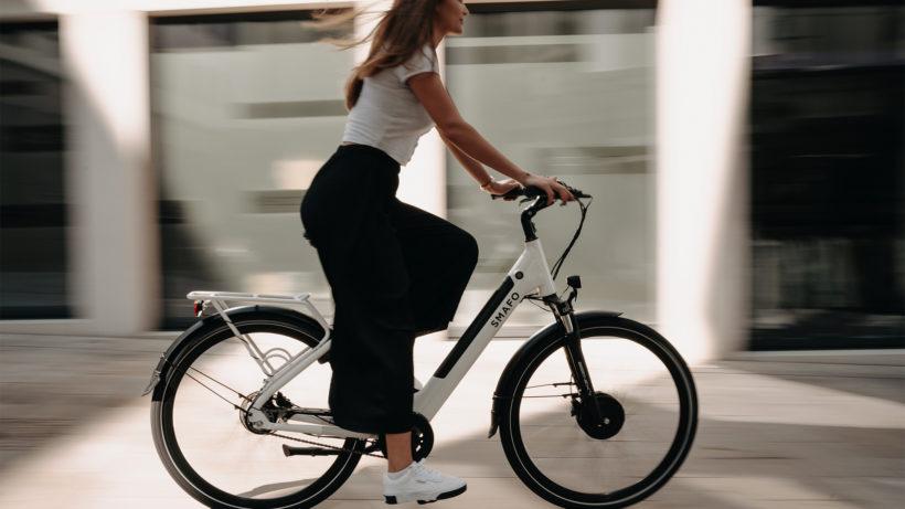 Frau auf einem E-Bike. © Wolfram Bölte on Unsplash