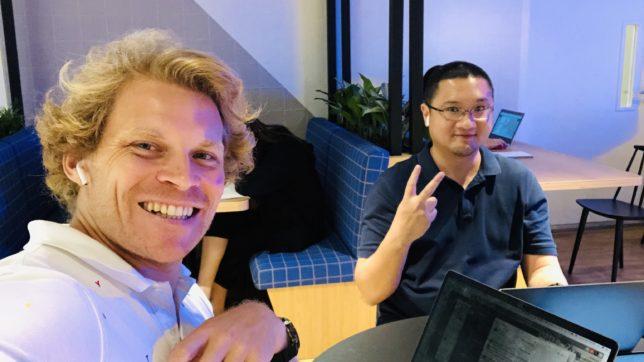 Julian Hosp mit neuem Geschäftspartner U-Zyn Chua. © J. Hosp