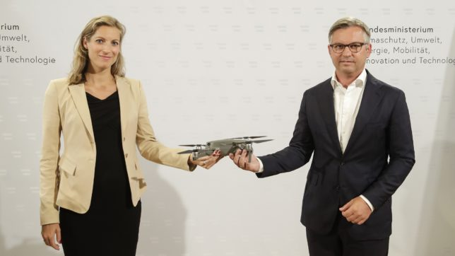 Austro Control Geschäftsführerin Valerie Hackl & Staatssekretär Magnus Brunner. © BKA/Regina Aigner