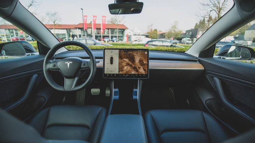 Tesla Model 3 von innen. © Bram Van Oost on Unsplash