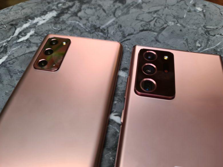 Die Rückseiten der beiden Geräte. © Trending Topics / Oliver Janko