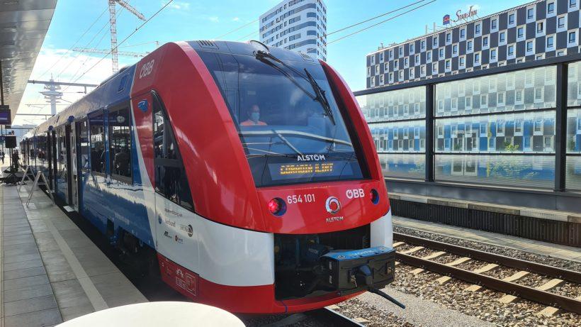 """Die ÖBB präsentierten heute den Alstom """"Coradia iLint"""". © Trending Topics/Oliver Janko"""