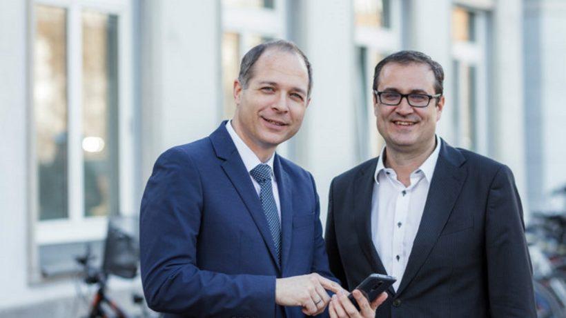 medaia-Geschäftsführer Michael Tripolt mit SFG-Geschäftsführer Christoph Ludwig. © SFG