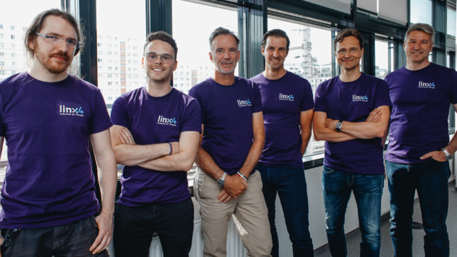Das linx4-Team mit Business Angel. © linx4