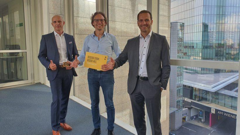 RWA Invest-Geschäftsführer Armin Sterlé, eFriends-Gründer und CEO Matthias Katt, RWA Solar Solutions-Geschäftsführer Klemens Neubauer. © RWA