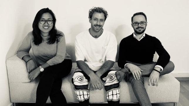 """Loraine Olalia, Felix Saible und Dominik Jocham wollen das Spiel """"Token Economy"""" groß machen. © botsdontcry"""