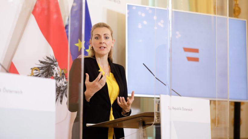 Arbeitsministerin Christine Aschbacher (ÖVP). © BKA/Andy Wenzel