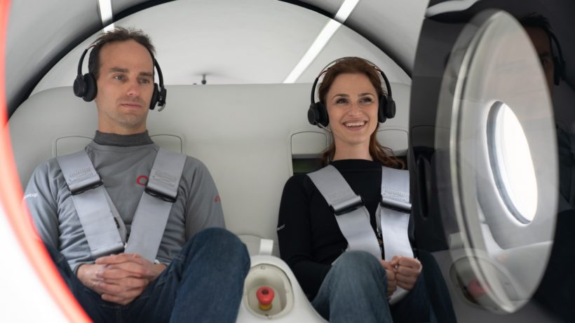 Josh Giegel und Sara Luchian in der Hyperloop-Kapsel. © Virgin Hyperloop
