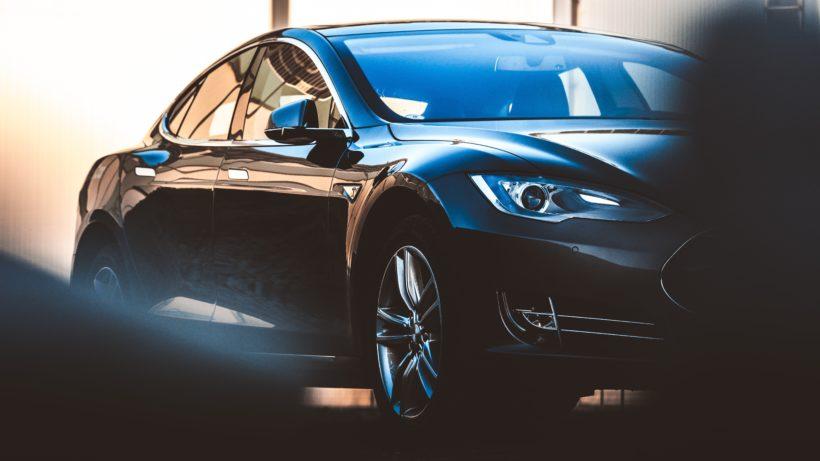 Elektroauto Tesla. © Taneli Lahtinen on Unsplash
