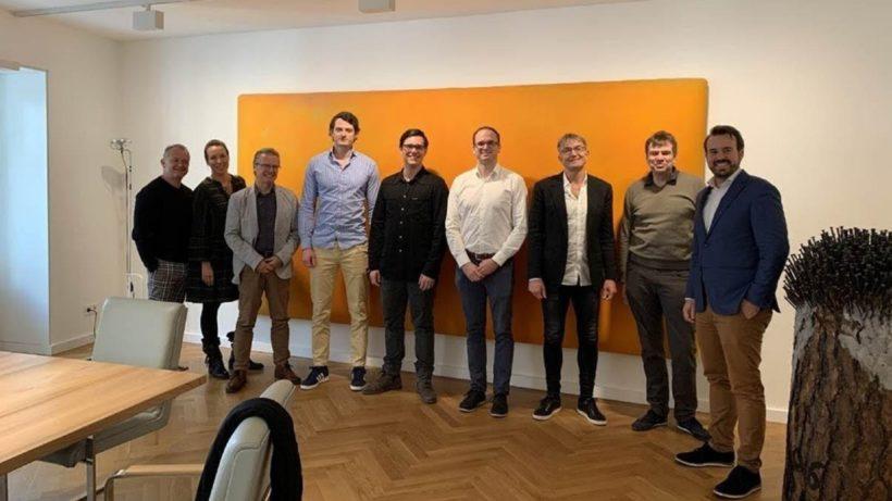 Von links nach rechts: Ingo Dopplinger, Karin Dopplinger, Werner Schweitzer, Arne Reimann (CEO timeBro), Niclas Preisner (CMO timeBro), Mislav Boras (Head of IT timeBro), Heinz Raufer, Stephan Berendsen, Markus Kainz (CEO primeCrowd). © primeCrowd