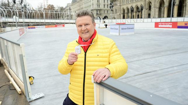 Bürgermeister Michael Ludwig mit dem elektronischen Distance Marker. © C.Jobst/PID