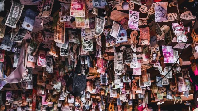 Geld von oben. © Jonny McKenna on Unsplash