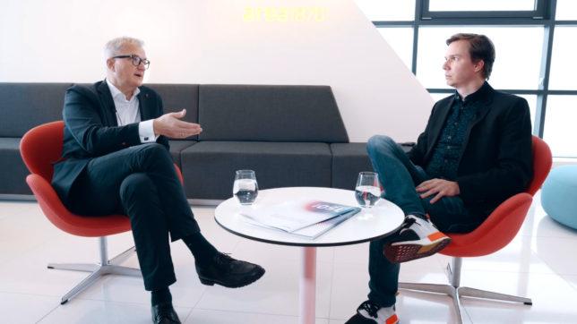 Ricardo-José Vybiral, CEO des KSV1870, im Interview mit Jakob Steinschaden (Trending Topics). © Trending Topics