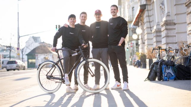 Die vier Gründer mit ihrem EDDI Bike ©Markus Fruehmann