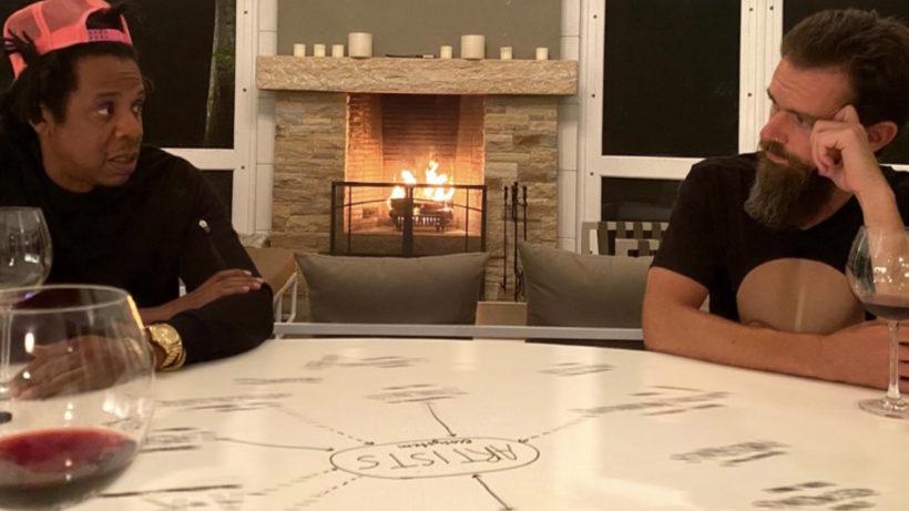 Jay-Z und Jack Dorsey vor Kaminfeuer. © Jack