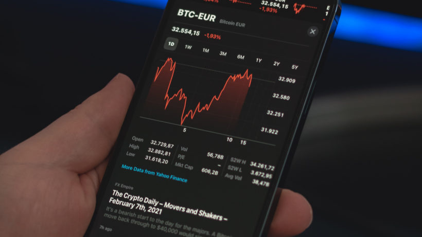 Bitcoin in Euro. © Javier Esteban on Unsplash