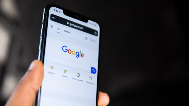 Google-Suche am Smartphone. © Solen Feyissa on Unsplash