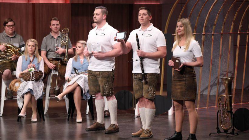 """Das Team von Marschpat beim Auftritt in der """"Höhle der Löwen"""" auf VOX. © Foto: TVNOW / Frank W. Hempel"""
