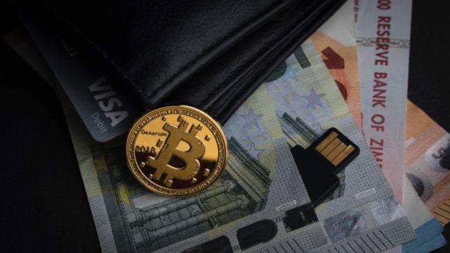 Bitcoin im Börsel. © Aleksi Räisä on Unsplash