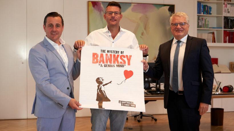 Tabakfabrik-Direktor Chris Müller (li.) mit Veranstalter Oliver Forster und dem Linzer Bürgermeister Klaus Luger © Stadt Linz