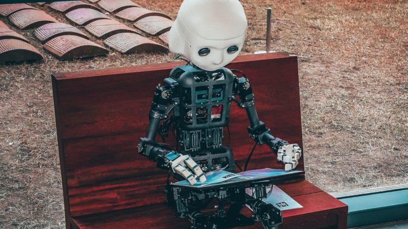 Roboter am Lernen. © Andrea De Santis on Unsplash