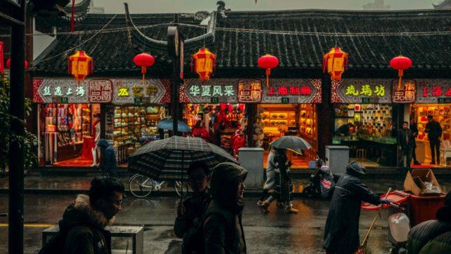 Straßenszene in Shanghai. © Nuno Alberto on Unsplash