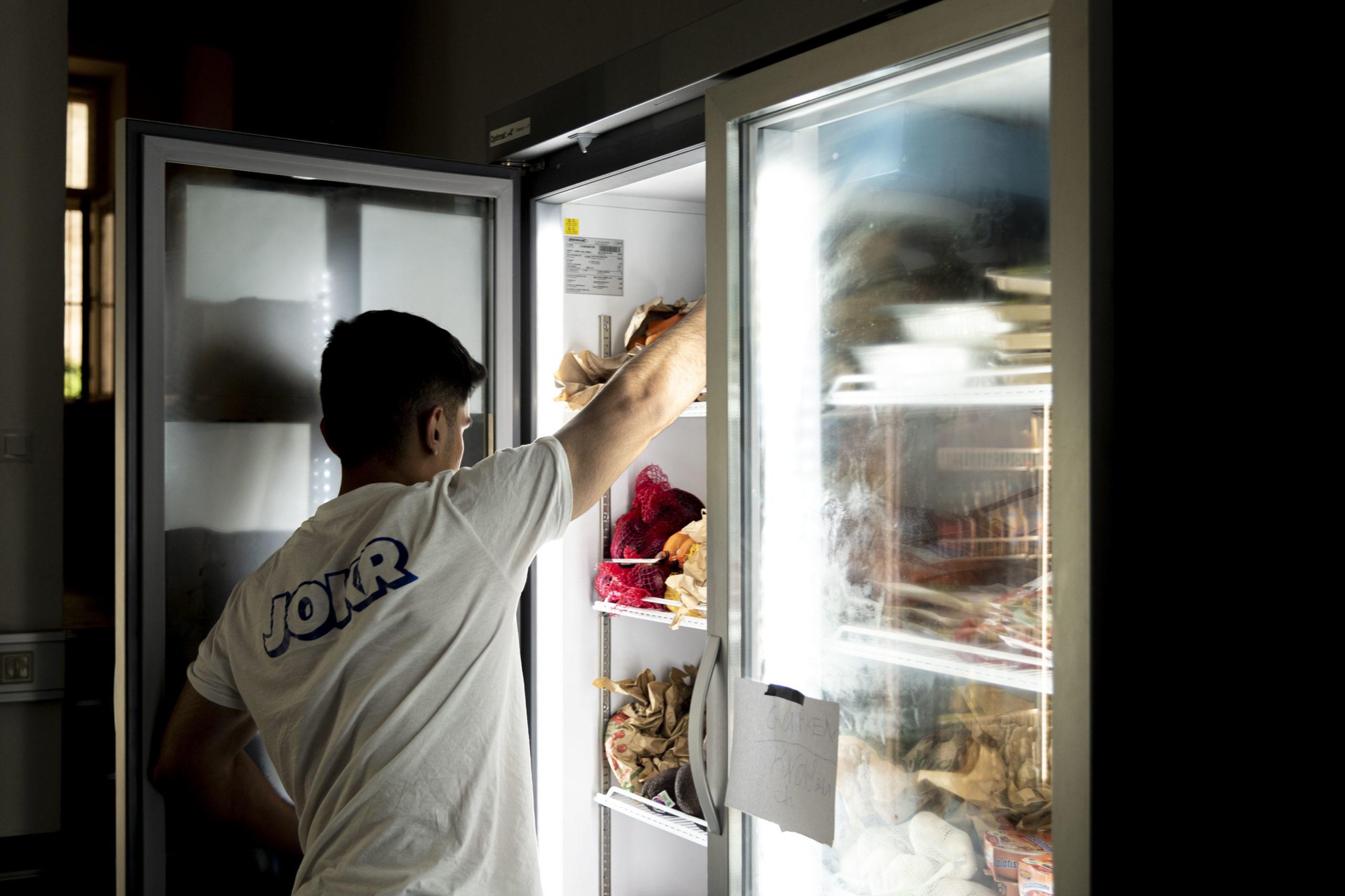 Viele gekühlte Waren sind im Jokr-Sortiment © Trending Topics / Julia Pabst