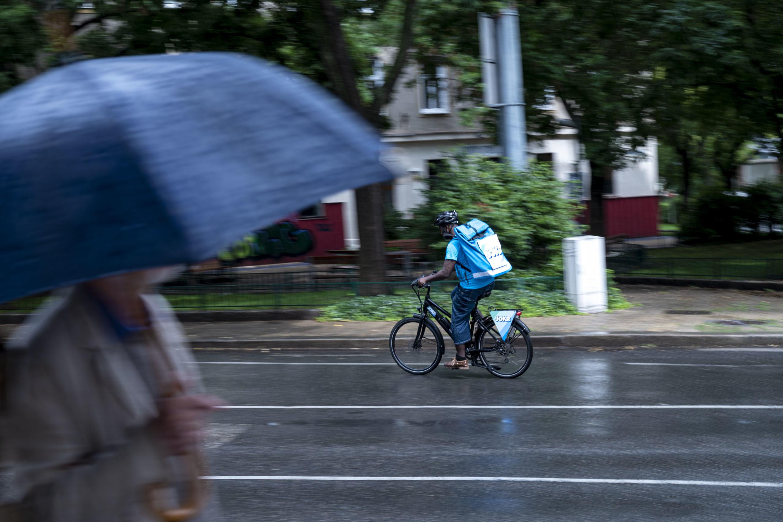 Ein Jokr-Rider in Aktion © Trending Topics / Julia Pabst