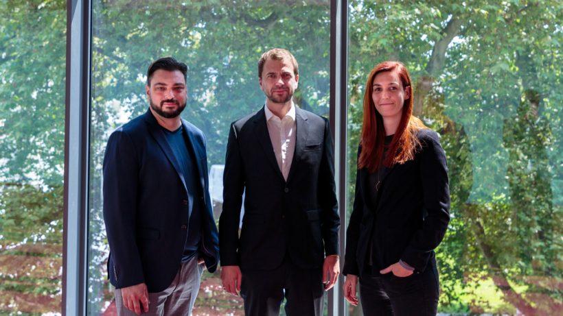 Patrick Ratheiser (Leftshift One) und Wolfgang Lechner und Magdalena Hauser (ParityQC). © Leftshift One