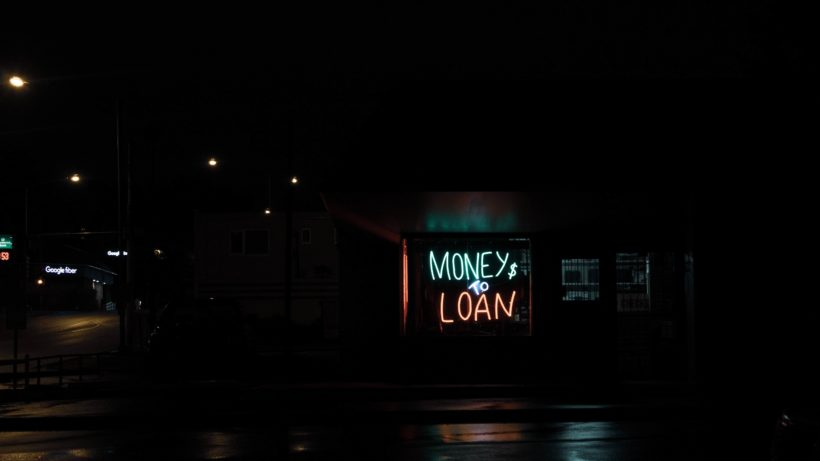 Money & Loan. © Daniel Thomas on Unsplash
