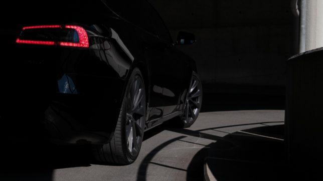 Tesla-Auto. © Philipp Mandler on Unsplash